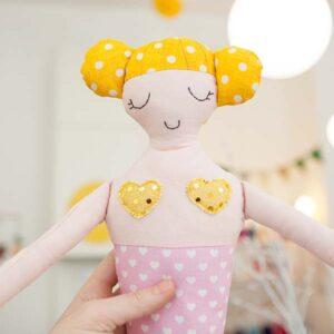 diebuntique-puppe-meerjungfrau-rosa-gelb-05